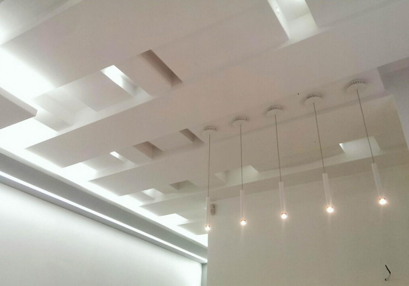 Gipsarski radovi sa rasvetom iznad prijemnog pulta
